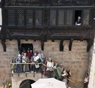 Besucher auf Burg Wäscherschloss; Foto: Staatliche Schlösser und Gärten Baden-Württemberg, Rolf Schwarz